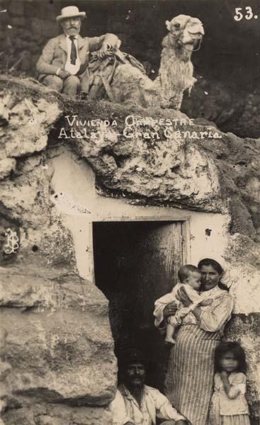 Cueva y camello